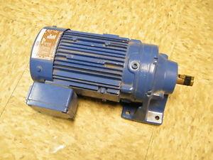 Sumitomo Cyclo Drive Induction Gear Motor CNHM05-6075-17 04 KW 17:1 Ratio