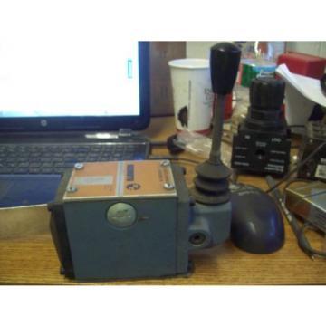REXROTH HYDRAULIC DIRECTIONAL CONTROL VALVE 4WMM10C31/F