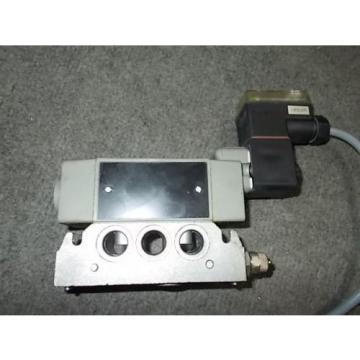 BOSCH REXROTH PNEUMATIC SOLENOID VALVE 0 820 024 126 48 or 24 volt