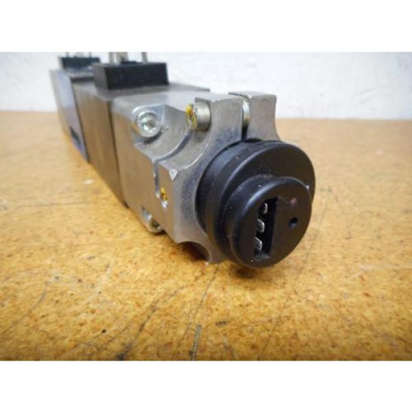 Bosch 0811404119 4WRP 6E-28S-1X/G24Z4/M Valve W/ 0831006057 Coil 9VDC 2,45A #7 image