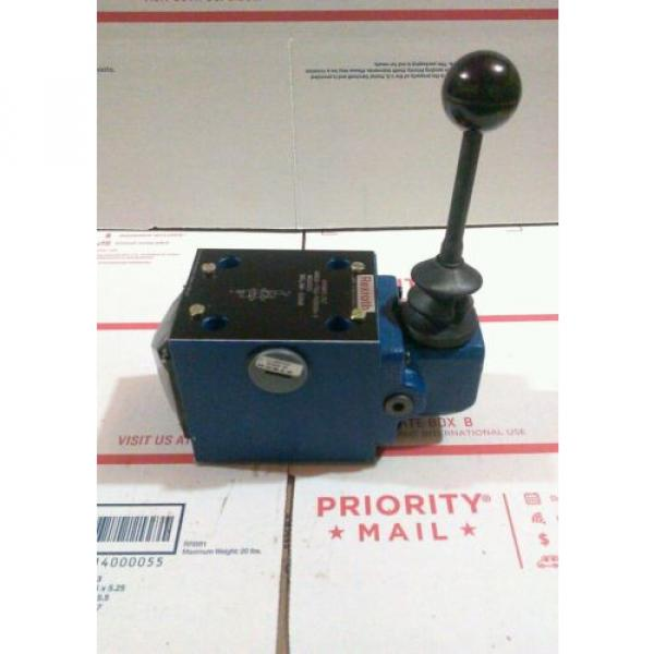 REXROTH MANUAL DIRECTIONAL VALVE MODEL 4WMM-10 J1X/14W06-7362 #1 image
