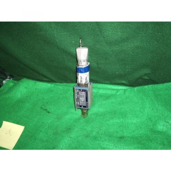BOSCH 0 811 150 237 PRESSURE REDUCING VALVE UNUSED #2 image