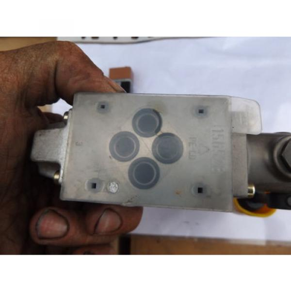 R900466583 Bosch Rexroth Hydraulic Directional Control Valve CETOP #6 image