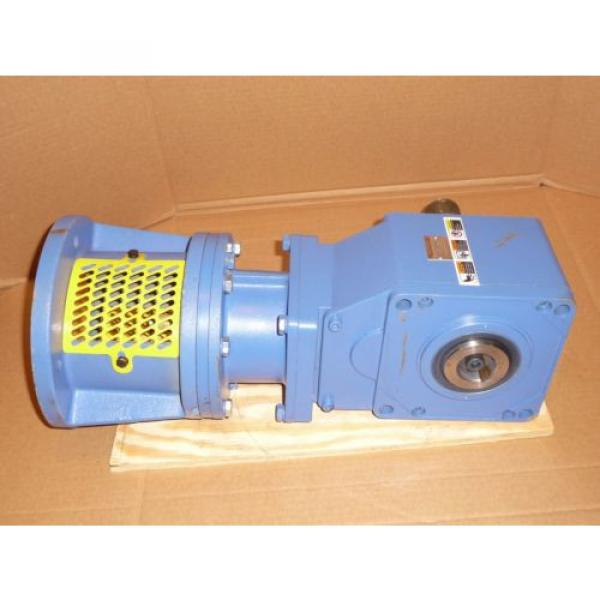 Sumitomo SM-Hyponic Right Angle Gear Speed Reducer, RNFJ-1520LY-X1-25, 25:1 #5 image