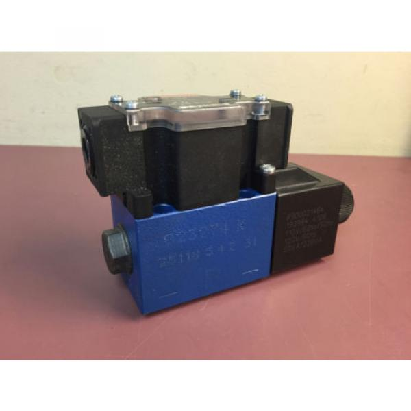 R978874061 Bosch Rexroth Hydraulic Directional Control Valve #1 image