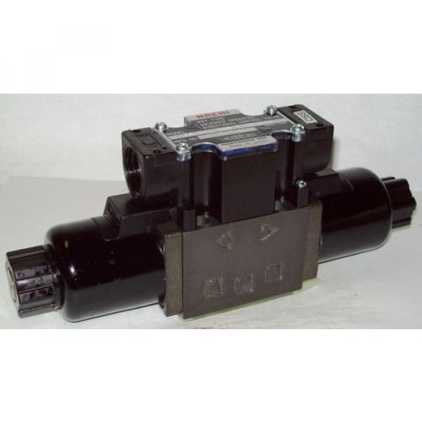 D03 4 Way 4/3 Hydraulic Solenoid Valve i/w Vickers DG4V-3-33C-WL-H 24 VDC #1 image