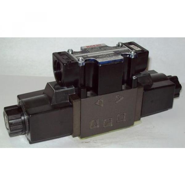 D03 4 Way 4/3 Hydraulic Solenoid Valve i/w Vickers DG4V-3-2C-WL-D 230 VAC #1 image
